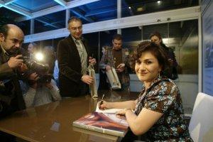 Hala Ajam signing her makeup book: Face To Face